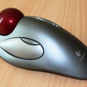 Computer Mouse mit Trackball für den Zeigefinger
